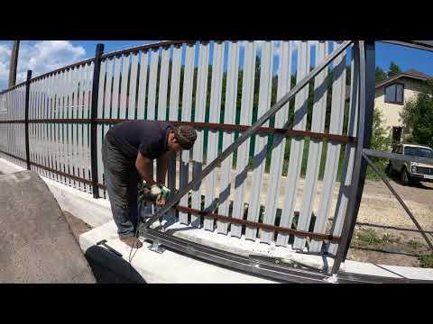 Как сделать забор своими руками. Как и из чего построить недорогой забор.Как сделать откатные ворота