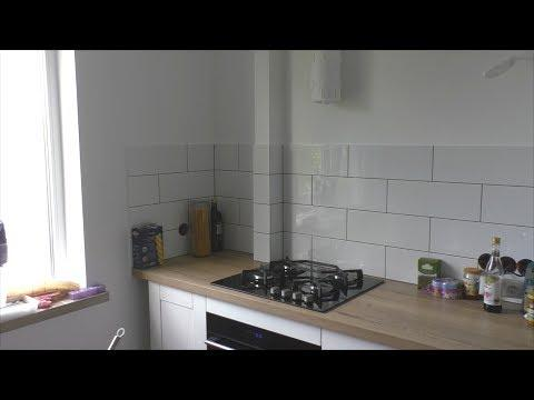 Ремонт на кухне. Прячем газовую трубу. Укладка плитки на фартук после установки кухни.